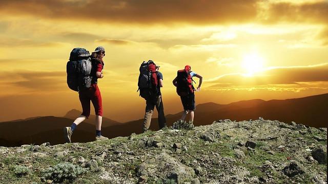 hikers-1147796_640